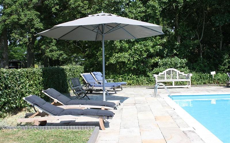 parasol professionnel presto pour terrasse solero. Black Bedroom Furniture Sets. Home Design Ideas
